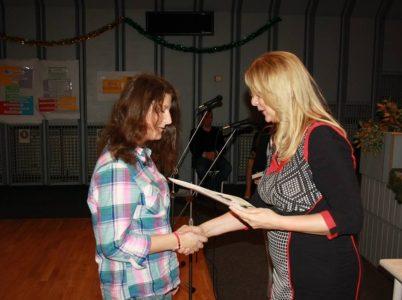 Kristína Turbáková pri preberaní ocenenia