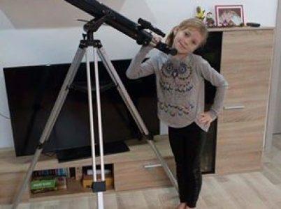 Timea Zubaľová získala za svoju umeleckú prácu od firmy SKYLINK tento ďalekohľad